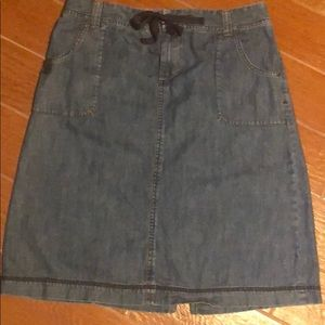 Eddie Bauer denim skirt size 4 super cute!